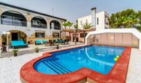 5 bed Villa for sale in torrevieja